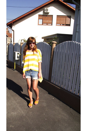 yellow H&M t-shirt - light blue DIY shorts - tawny H&M sandals