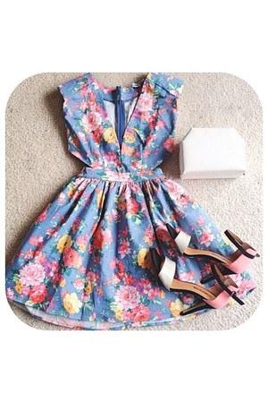 violet floral dress - white bag - black heels