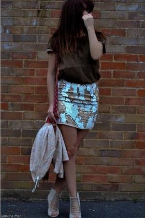 gold mini sequin River Island skirt - white Accessorize bag