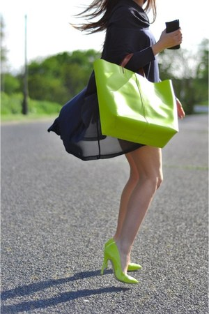 lime green neon Topshop heels - lime green neon shopper Zara bag - navy top