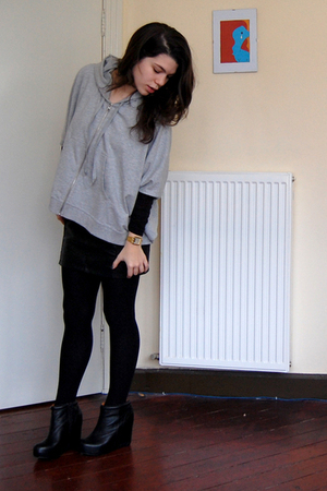 gray Mango sweater - black H&M skirt - black Aldo shoes - black Primark tights