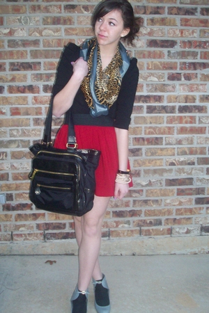 H&amp;M top - Steve Madden purse - moms scarf