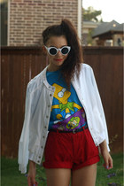 Girl Props sunglasses - thrifted shorts - Urban Outfitters t-shirt