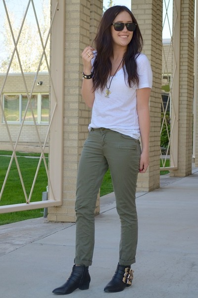 How to style green pants pant so for Style green