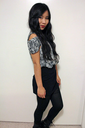 black Express skirt - black DKNY tights