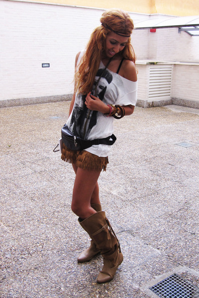 brown Zara shorts - white Zara t-shirt - brown Bershka boots