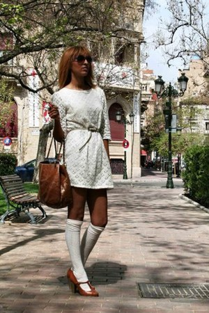 tawny Stradivarius shoes - off white BLANCO dress - tawny Carolina Herrera bag -