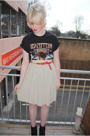 polka dot vintage skirt - suede Topshop boots - vintage t-shirt - vintage belt