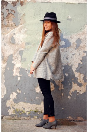 Zara jumper - Zara shoes - Lefties hat