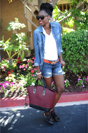 Zara bag - Jordans shoes - H&M jacket - American Eagle shorts - Hermes belt