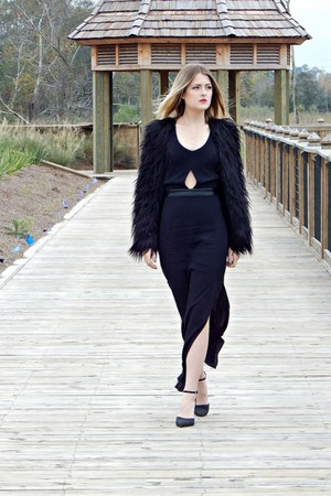 black maxi MinkPink dress - black faux fur Urban Outfitters jacket