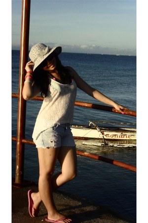 Bazaar hat - PINK Victoria Secrets shorts - Bebe top - Flip flops Havaianas sand