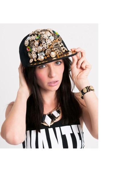 Slimskii hat