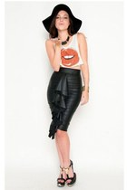 black Best Cody skirt - Rock n Rose top - gold Slimskii bracelet