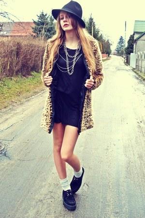 mustard faux fur house coat - black SequinShoes shoes - black second hand dress