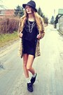 Black-sequinshoes-shoes-black-second-hand-dress-mustard-faux-fur-house-coat
