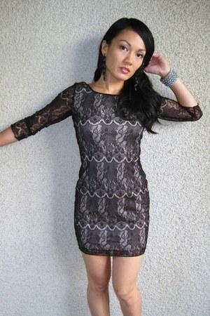 black Estam dress