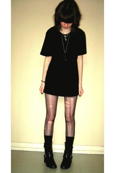 H&M t-shirt - mim shorts - tights - mim boots - socks - necklace