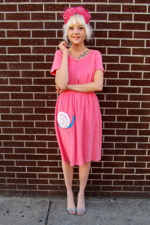 bubble gum snail some velvet vintage dress