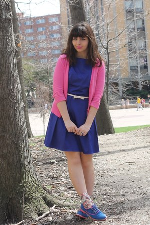 bubble gum thrifted cardigan - blue Tommy Hilfiger shoes - navy LuLus dress