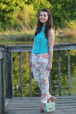 aquamarine LuLus purse - pink Aeropostale pants