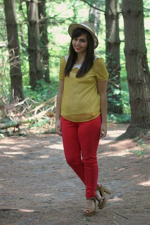 mustard Lulus blouse - red American Eagle pants