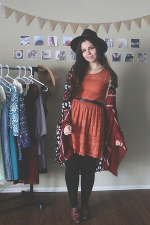 burnt orange Fig Leaf dress - black OASAP hat - crimson Aeropostale cape