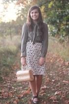 eggshell thrifted purse - tan thrifted skirt - dark brown thrifted heels