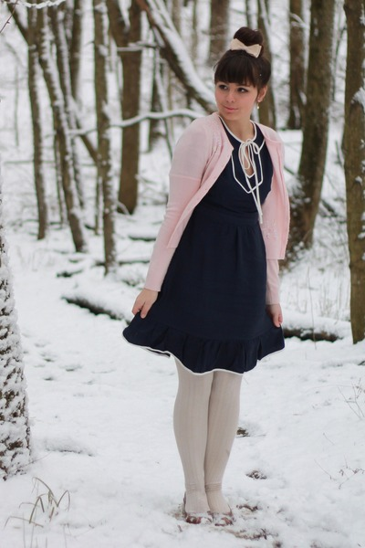 navy modcloth dress - light pink thrifted cardigan