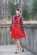 red thrifted dress - black thrifted blouse - black thrifted heels