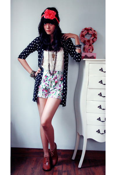 black long polkadot Riotous cardigan - white flowery Riotous shorts