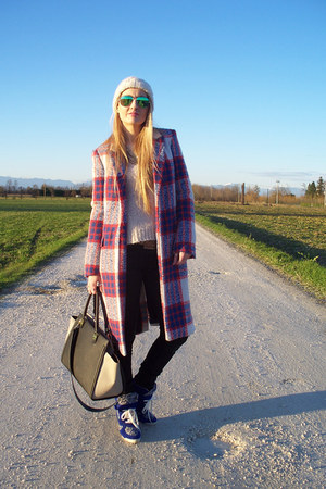 Zara coat - H&M jeans - H&M bag - Ray Ban sunglasses - Levis belt