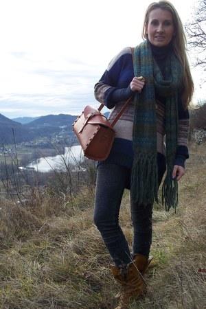 H&M sweater - Bershka jeans - H&M scarf - Zara bag