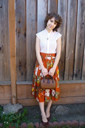 orange vintage skirt - vintage top - vintage purse - vintage shoes - vintage nec