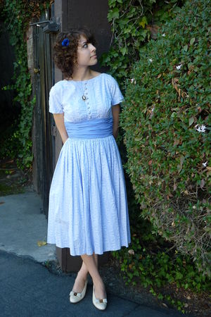 vintage dress - vintage shoes - vintage accessories