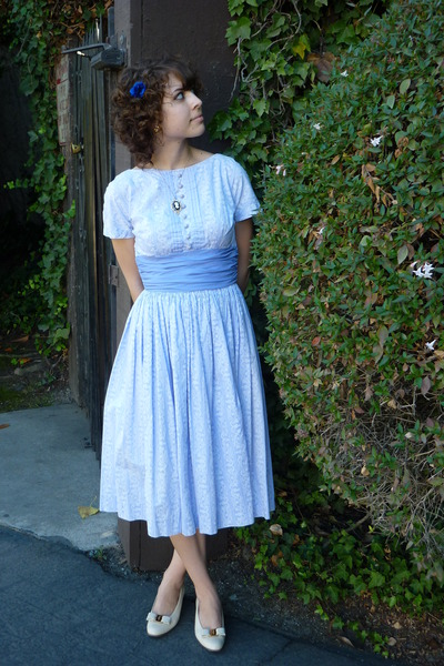 vintage dress - vintage shoes - vintage accessories