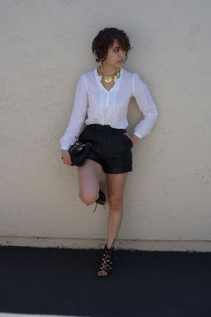 gold elizabeth taylor necklace - black Aldo shoes - black leather vintage shorts