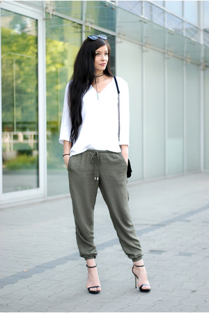 dark khaki loose H&M pants - black minimal Zara sandals