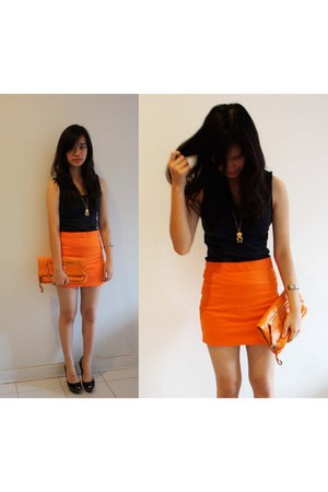 carrot orange high-waisted Zara skirt - carrot orange a gift Marc Jacobs purse