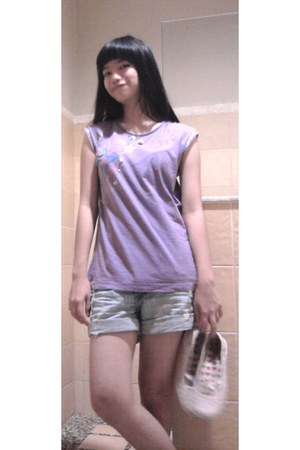 purple Hangger Appeal top - blue cotton on pants - white Everlast shoes
