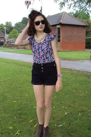 Dorothy Perkins top - Jones the Bootmaker boots - Topshop shorts