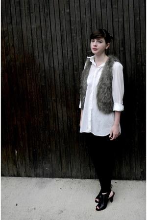 white H&M shirt
