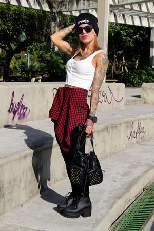 black plastic Melissa boots - black beanie troojo hat