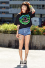 Black-urban-vintagers-shirt-blue-fyi-shorts-black-converse-sneakers