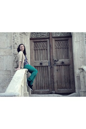 green Stradivarius jeans - camel Zara blazer