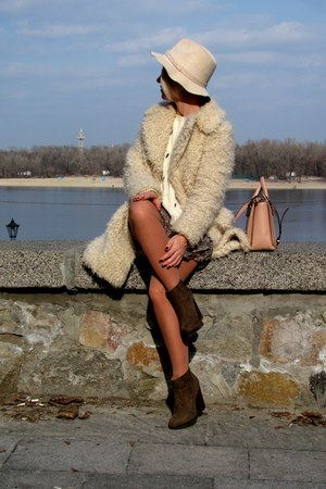 beige faux fur warehouse coat - army green Zara boots - beige Parfois hat