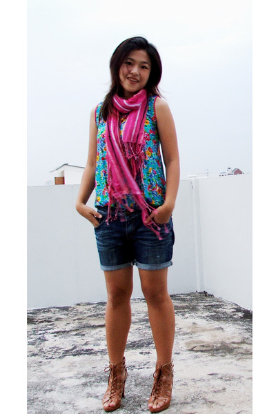 HandmadeChiangmai scarf - thrifted shop top - my siss jeans - Lovely ShoesSiamsq