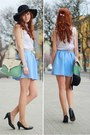 Black-hat-aquamarine-bag-light-blue-skirt