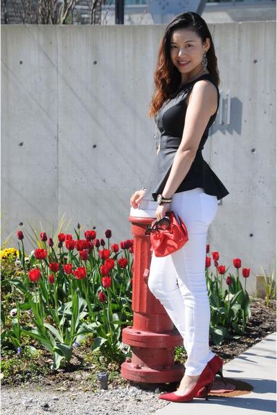 black Forever21 top - white skinny jeans Bebe jeans - red Forever21 bag