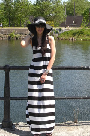 black H&M dress - black Forever 21 hat - black Aldo shoes - green Michael Kors s